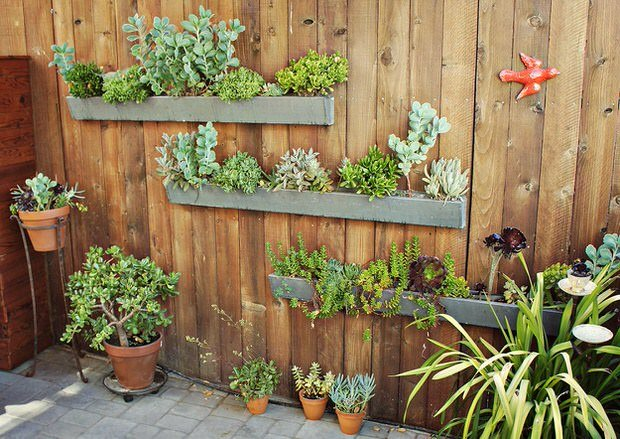 This Vertical Garden DIY Is From U0027Numi Tea Blogu0027, And Is Made From Ordinary  Rain Gutters. Seems Like There Should Be A Way We Could Mount These To A  Stone ...