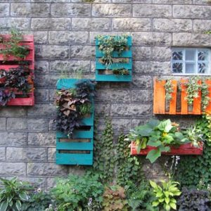 wood pallet vertical garden idea