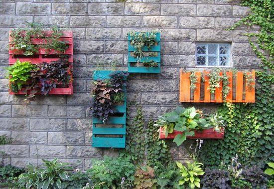wood pallet vertical garden idea