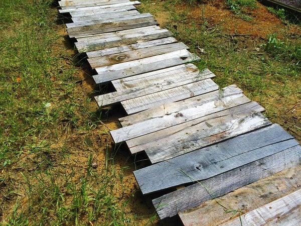 kert újrahasznosítás kerti ösvény raklap építési hulladék tégla
