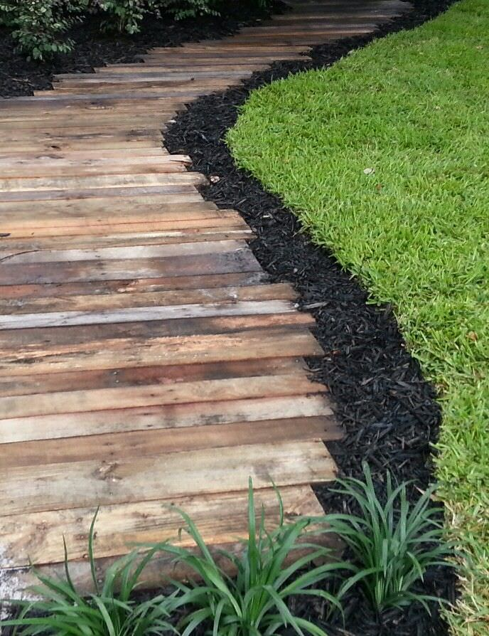Diy garden paths and backyard walkway ideas the garden glove for Easy garden path ideas