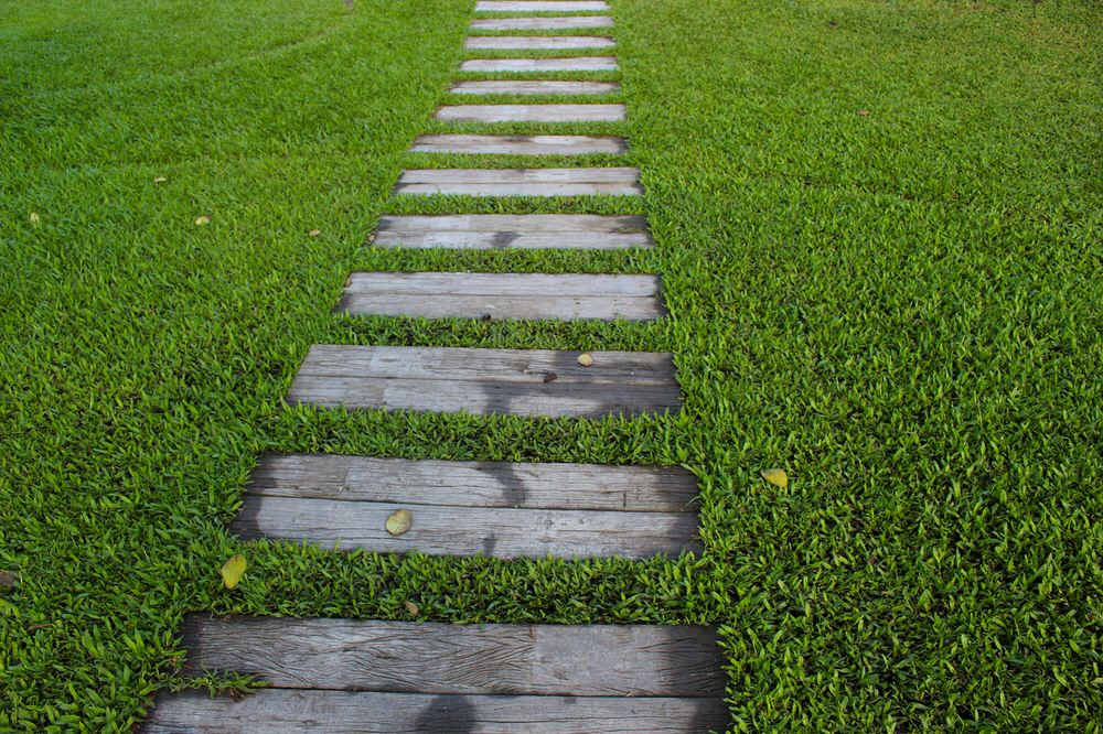 DIY Garden Paths And Backyard Walkway Ideas | The Garden Glove