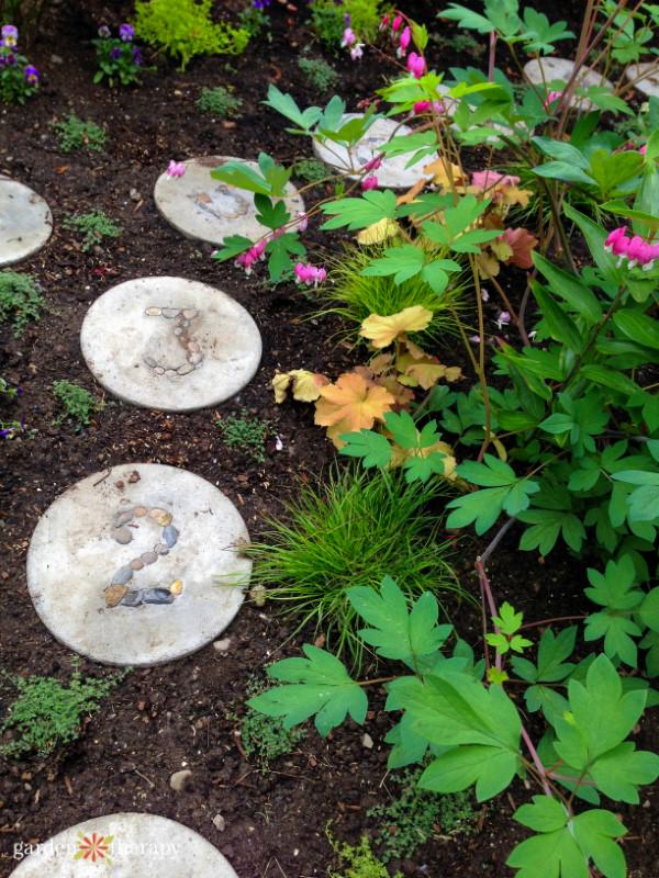 How To Make Diy Garden Stepping Stones The Garden Glove
