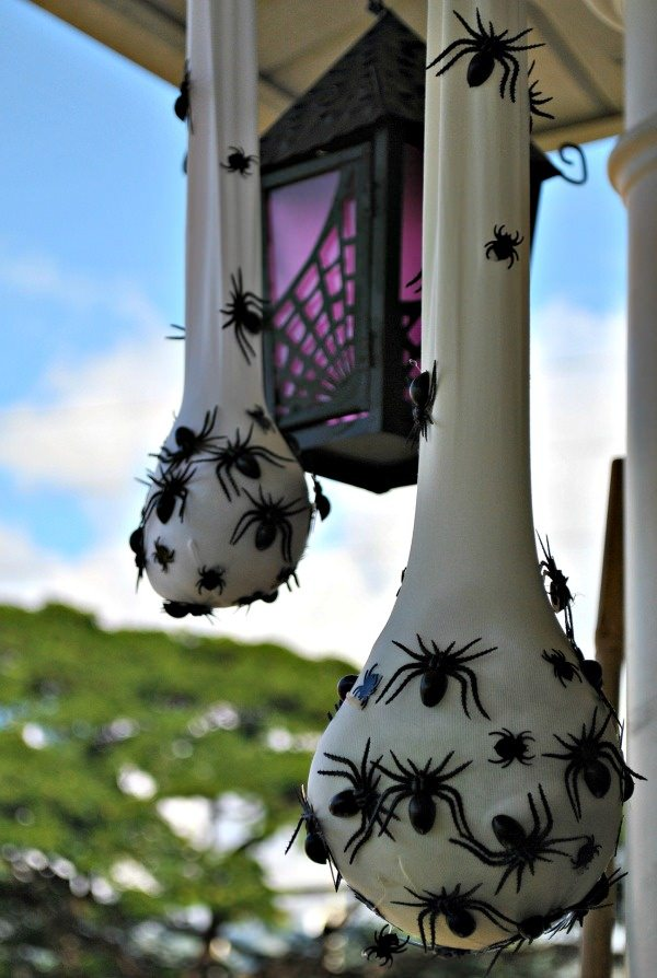 DIY Outdoor Halloween Yard Decorations • The Garden Glove