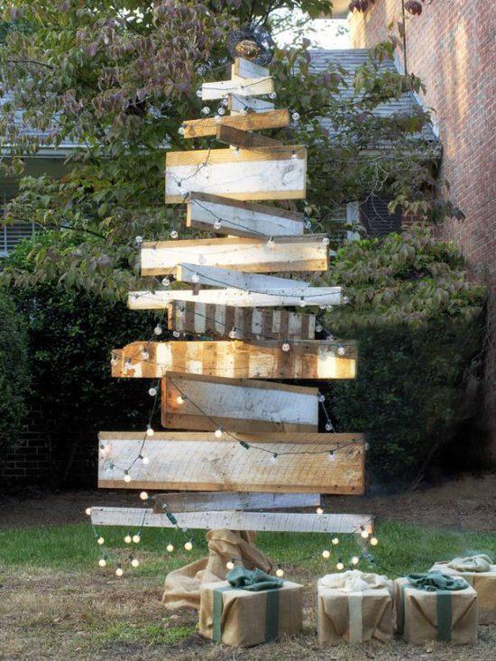 DIY Outdoor Christmas Decorating