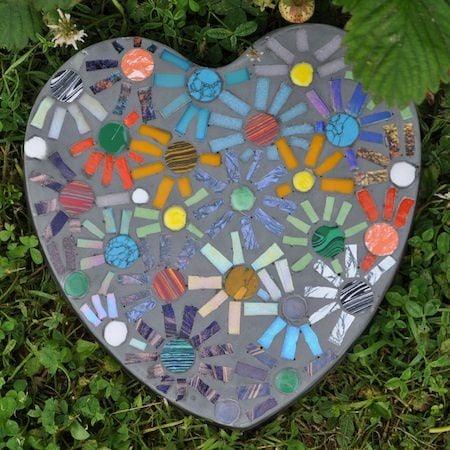 10 garden mosaic projects the garden glove for Stepping stone designs garden