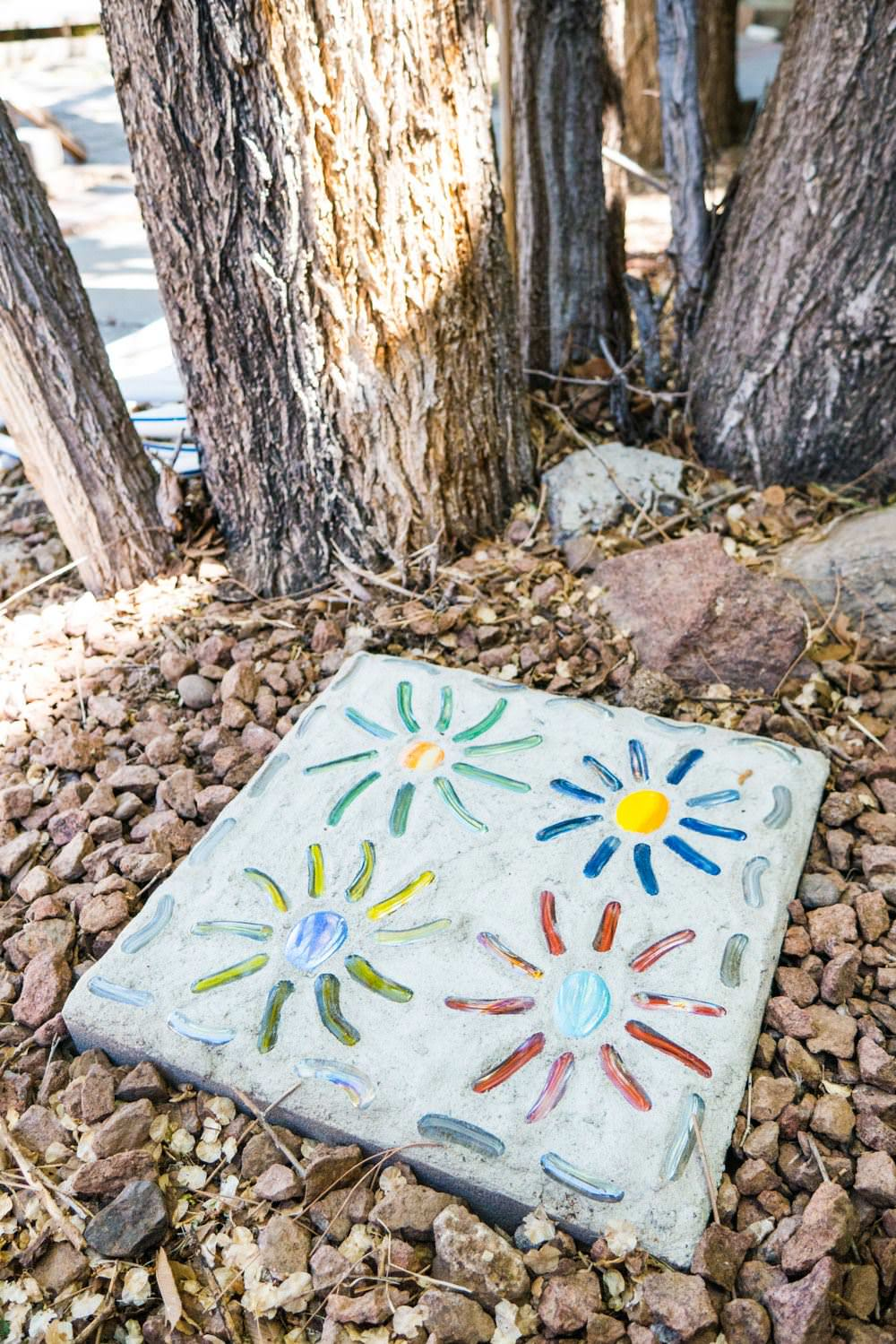 Creative diy mosaic garden projects the garden glove you can make these funky mosaic stepping stones with this step by step from the mosaic store this diy mosaic project is fast and fun and has a full solutioingenieria Gallery