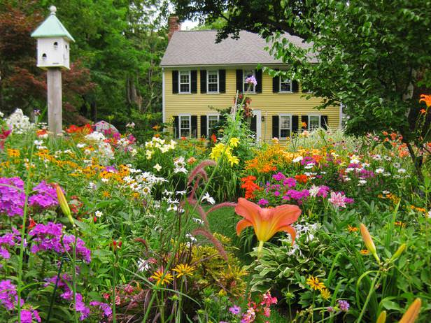 Gallery for flower beds front yard - Flowers in the front yard ...