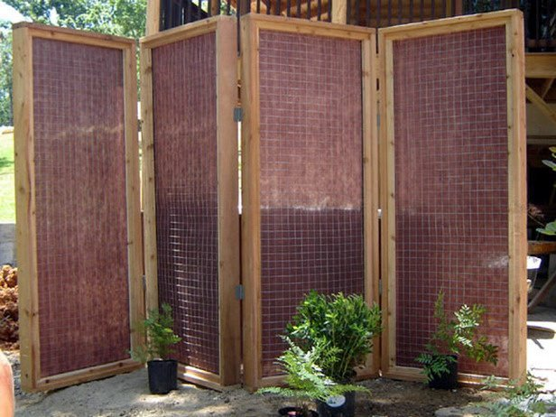 Diy patio privacy screens the garden glove for Temporary privacy screen