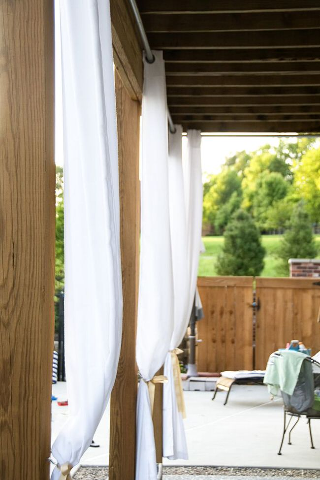 Diy patio privacy screens the garden glove for Hanging privacy screens for decks