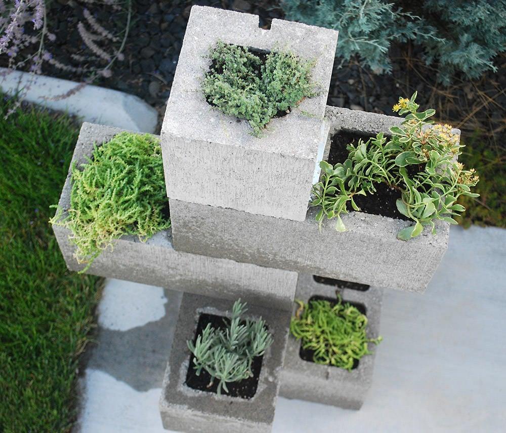 16 Creative Diy Vertical Garden Ideas For Small Gardens: DIY Cinder Block Vertical Planter