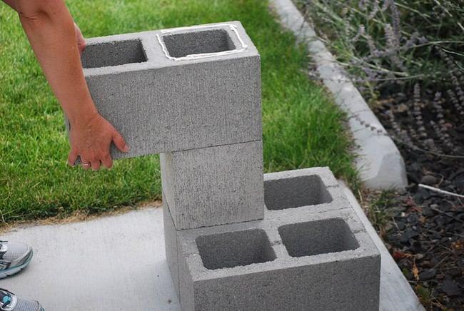 Diy cinder block planter the garden glove - Jardineras modernas ...