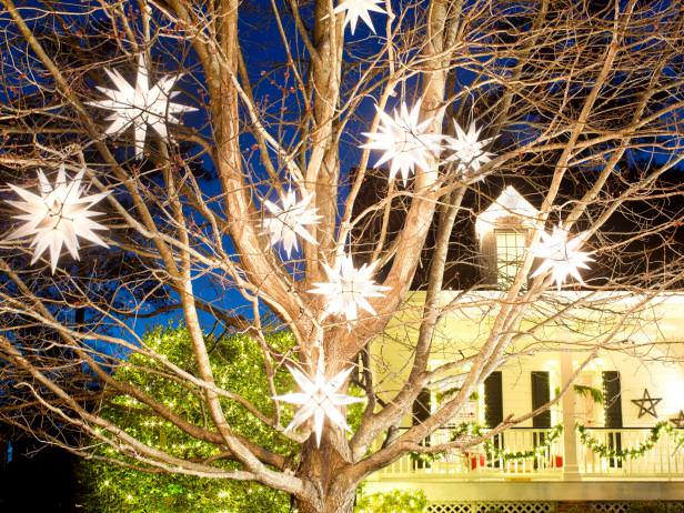 BPF_holiday-house_exterior_moravian_stars_beauty_wide_view_h.jpg.rend.hgtvcom.616.462