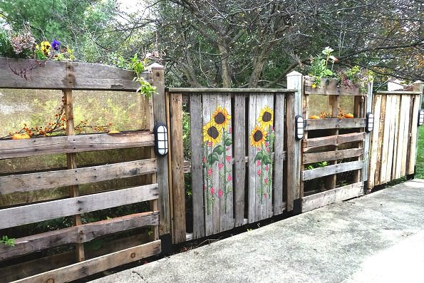 Diy fences the garden glove for Diy pallet privacy fence