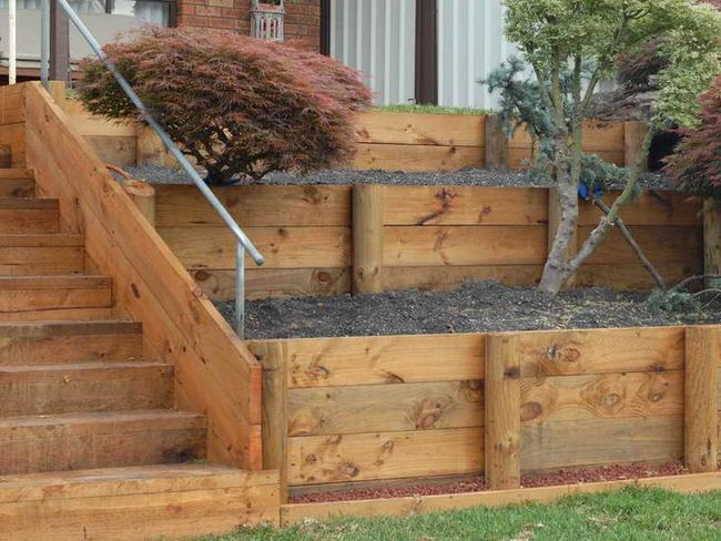 Diy garden retaining walls the garden glove for Least expensive house to build