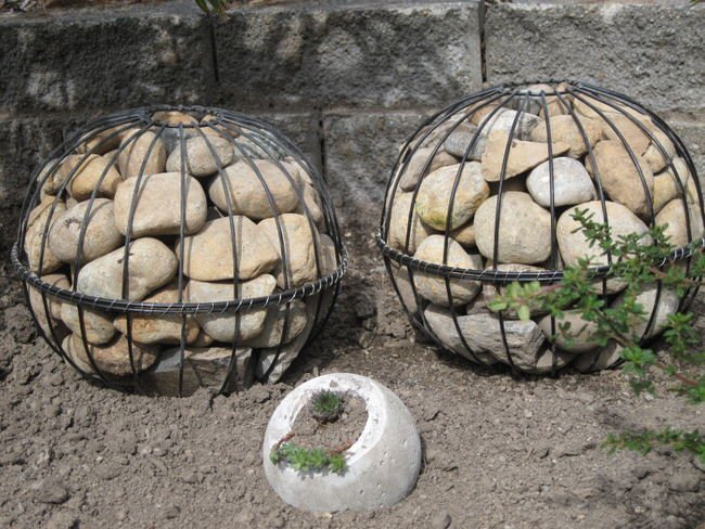 Cool and Unique DIY Garden Globes The Garden Glove