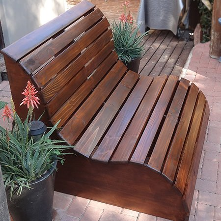 9 brilliant diy outdoor furniture projects the garden glove for Bancs de jardin en bois