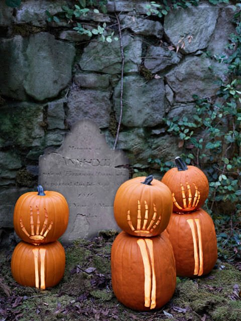 54eb606838d69_-_clx-pumpkin-decorating-ideas-skeleton-s2