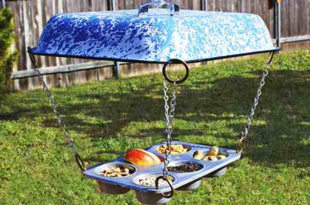 Muffin-Tin-DIY-Bird-Feeder-Horizontal