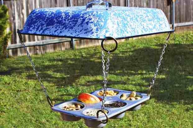 Muffin-Tin-DIY-Bird-Feeder-Horizontal