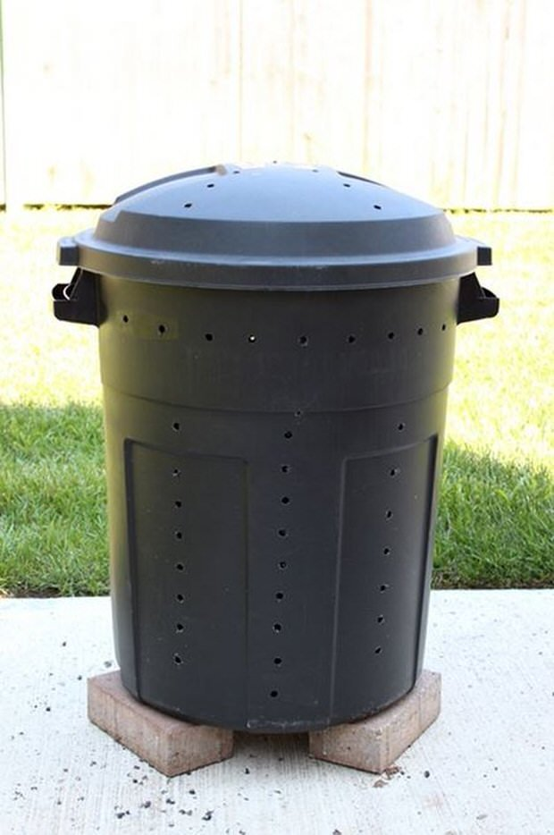 DIY Compost Bins  4