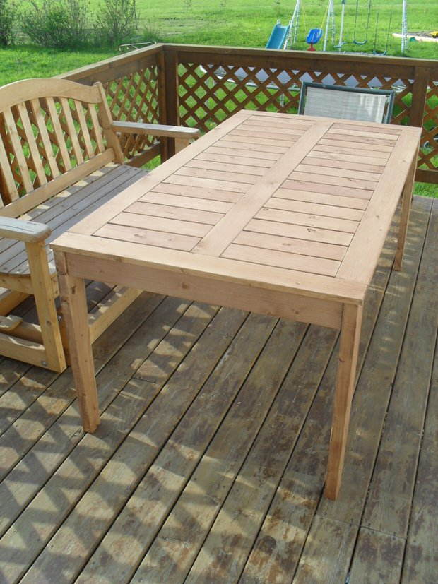 this simple outdoor dining table was made with plans from ana white