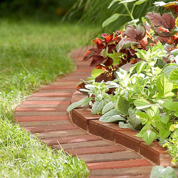 Simple house garden ideas - Beautiful Amp Classic Lawn Edging Ideas The Garden Glove