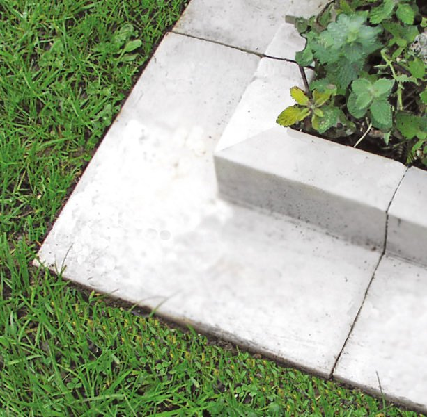 Beautiful classic lawn edging ideas the garden glove for Garden edging stone designs