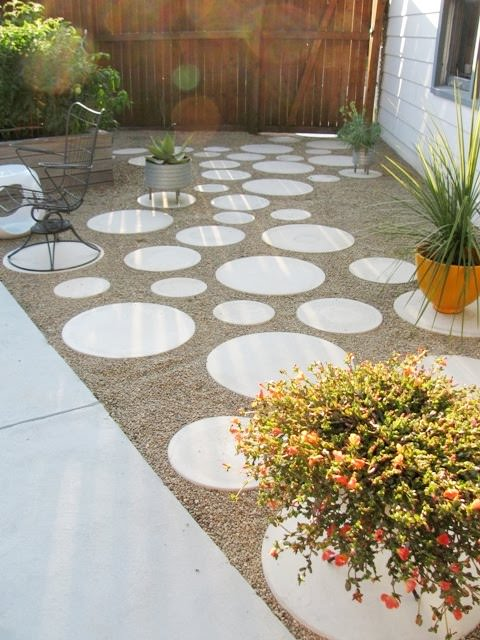 9 diy cool creative patio flooring ideas the garden glove for Unusual inexpensive flooring ideas