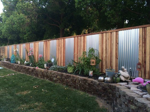 Diy backyard fancy fence ideas the garden glove for Back fence screening ideas