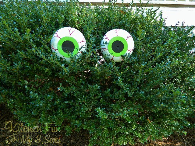 Ok. Best DIY outdoor Halloween decorations, ever. Learn how to build this  ghost from wire for less than $20! Creepy, and what cooler than a giant  blow up ... - Front Porch & Outdoor Halloween Decorating Ideas The Garden Glove