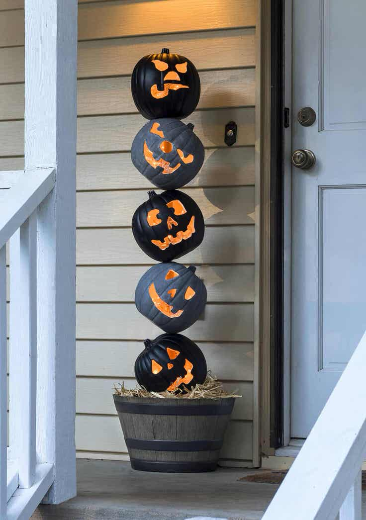 front porch outdoor halloween decorating ideas the. Black Bedroom Furniture Sets. Home Design Ideas