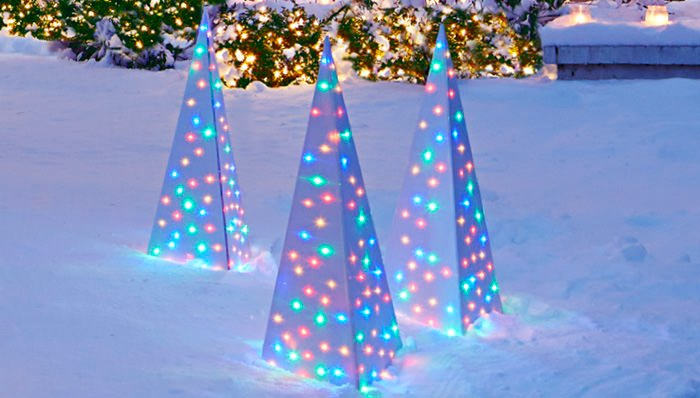 When I Saw These Christmas Light For The First Time All Could Think Was Wow Simple Outdoor Ideas Using Ordinary En Wire And