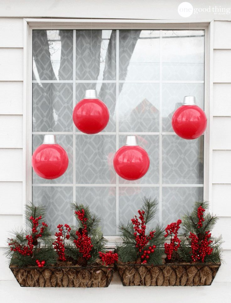 Dazzling DIY Outdoor Christmas Decorations! • The Garden Glove