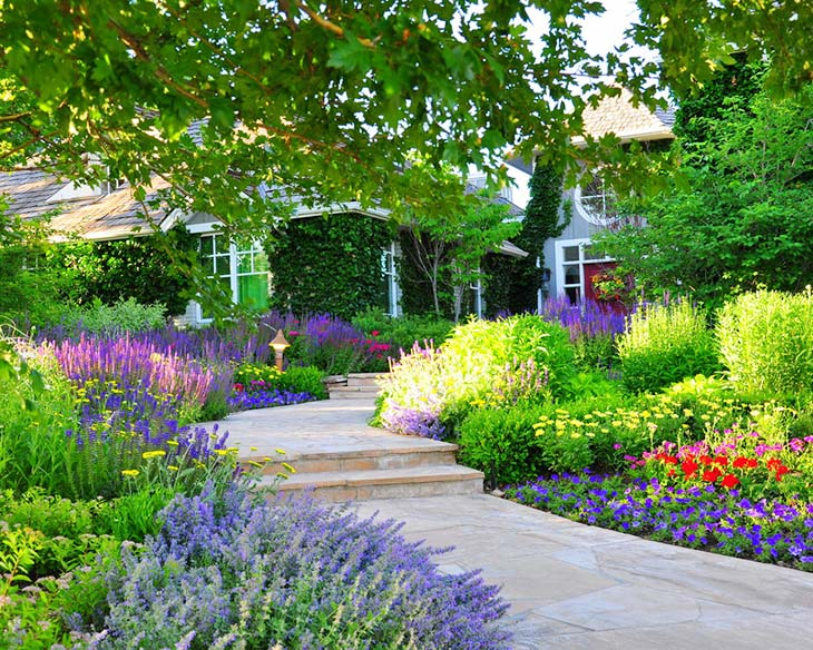 Flower Bed Ideas to Make Your Garden Gorgeous! • The ... on Flower Bed Ideas Backyard id=31487