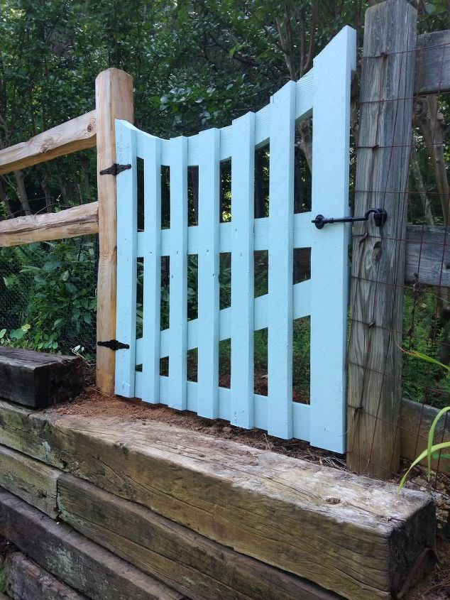 Another Colorful One, Learn How To Make A Wooden Gate DIY From U0027The  Inadvertent Farmeru0027. We Love The Curved Feature On This Garden Gate!