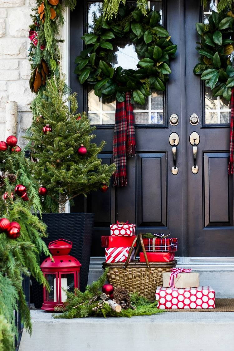 if you are looking for a more minimal christmas decor then look no further than these christmas front porch ideas from crazy chic design - How To Decorate Your Door For Christmas