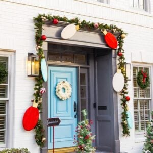 Dazzling DIY Outdoor Christmas Decorations!