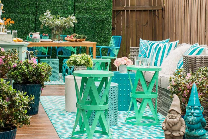 How to Decorate Your Outdoor Living Space