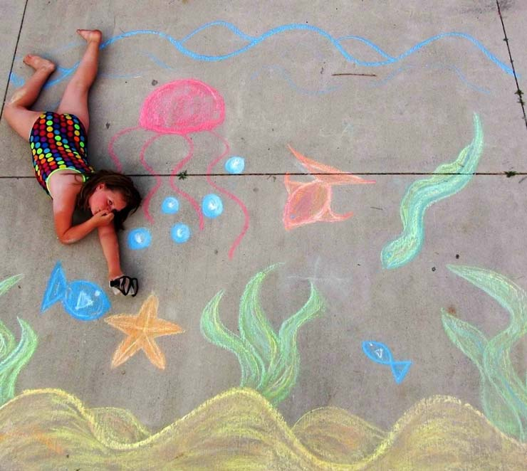 20 Easy Sidewalk Chalk Art Ideas For Everyone To Try The Garden Glove